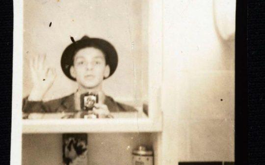 frank-sinatra-mirror-selfie_1-large_trans++Be6O56qrl4zbRlMQqI7UBFVse9JsN00kzbUr3IXHaGo